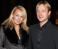 Плющенко и Рудковская стали жертвами воров