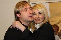 Плющенко забрал Рудковскую из роддома