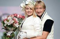 Яне Рудковской и Евгению Плющенко предложили $50 тысяч за фото сына