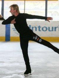 Евгений Плющенко, превозмогая боль, движется к Сочи