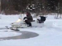 Плющенко устроил дрифт на снегоходе