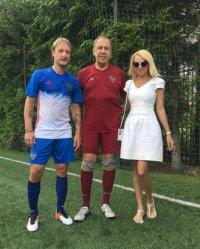 Евгений Плющенко вышел на футбольное поле с главой МИД РФ Сергем Лавровым